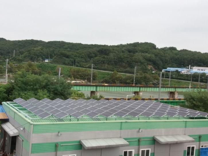 태양광 모듈 청소.jpg